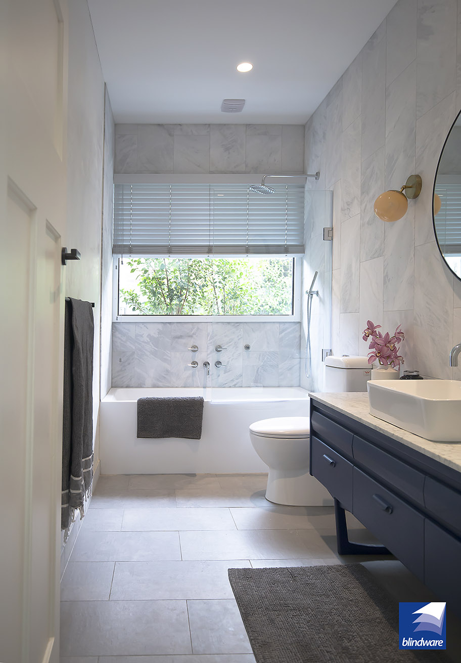White wooden venetian blinds are suitable for hanging in wet areas-2